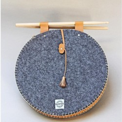 Round bag in thick felt